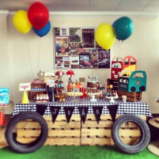 decoração com pallets  festa Carros