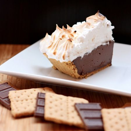 S'Mores Pudding Pie by cupcakesandkalechips #Pie #Smores #cupcakesandkalechips