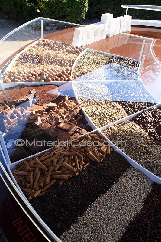 In Via Savona, Zona Tortona, Lavazza propone una degustazione di caffè da farsi prima con... gli occhi! Milano Design Week 2013