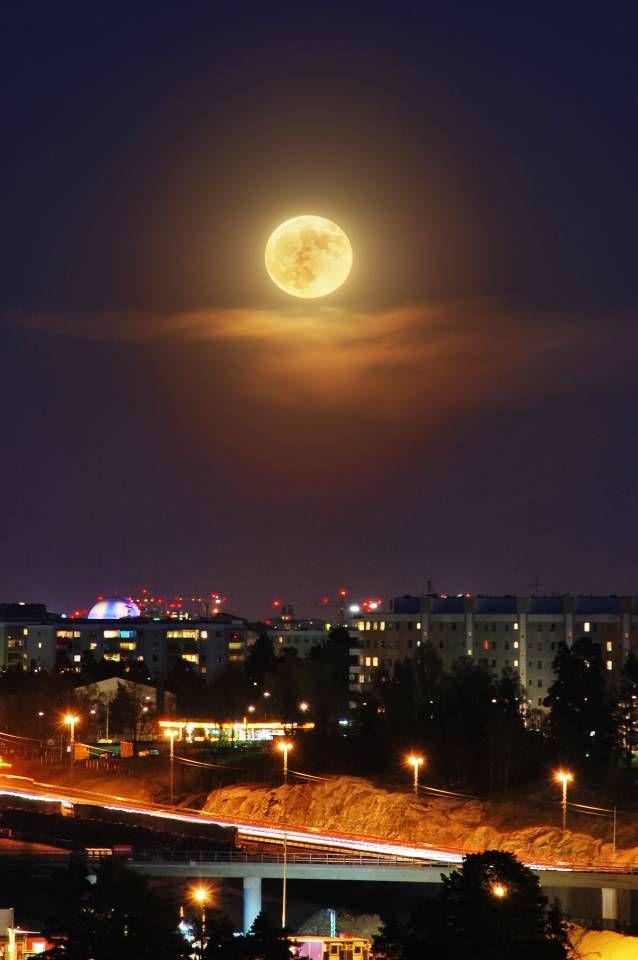 Super Moon Over Tensta — at Granholmstoppen, Stockholm, Sweden