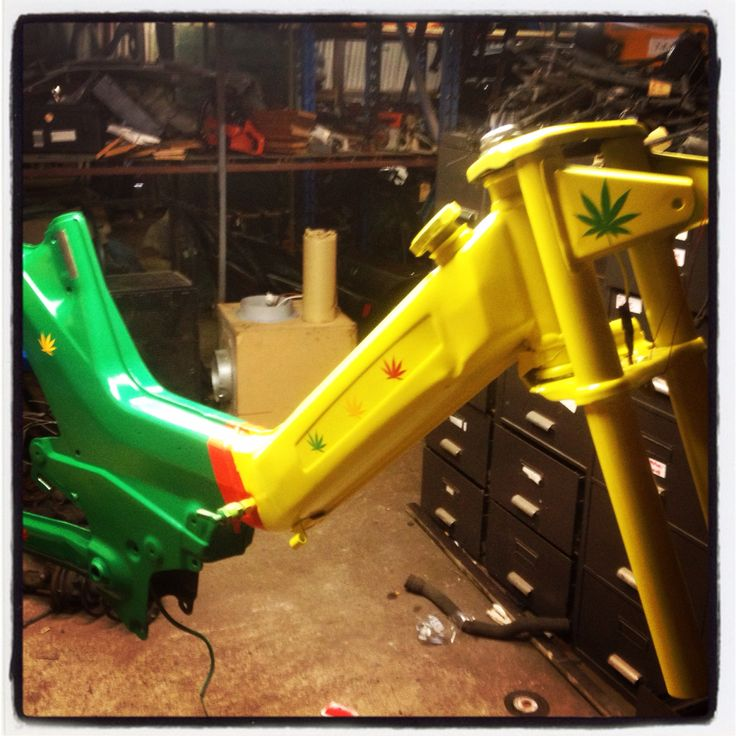 Puch maxi 1980 project reggae style rood geel groen , rasta jamaica