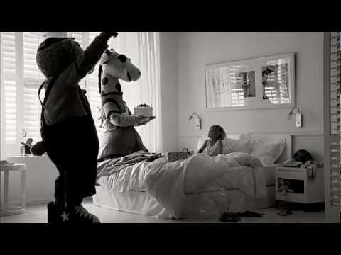 Ett annat land (Lollo & Bernie bjuder på tårta) - Ving reklamfilm sommar 2012