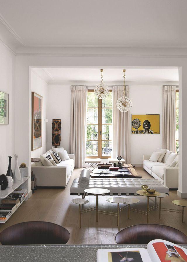 Ce salon arty offre une vue sur le jardin. Plus de photos sur Côté Maison : http://bit.ly/1QWgUbz