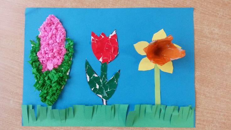 Spring craft - Knutsel voorjaar met verschillende technieken: Hyacint, van propjes crêpepapier. Tulp van gescheurd sitspapier. Narcis van eierdoos en uitgeknipte vorm. Gras van groen ingeknipte strook papier.