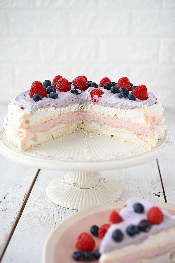 Pavlova Torte Mit Himbeeren Und Heidelbeeren Rezept Kuchen Und Torten Pavlova Einfacher Nachtisch