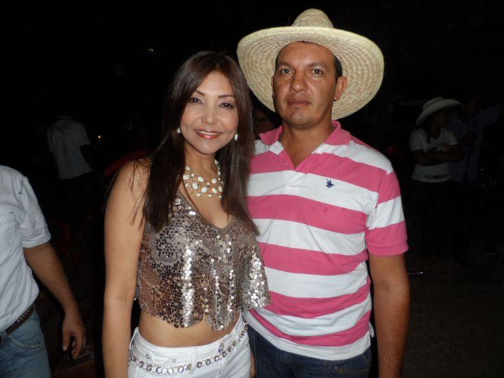 Scarlett Linares en Cravo Norte junto al concejal Coco Jara