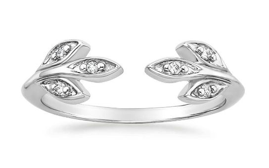 Glittering diamond leaves gently wrap around the finger in this beautiful nature-inspired open design.