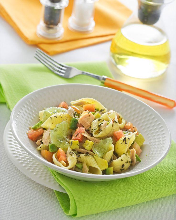 Con questa sfiziosa pasta fredda, facile da preparare, porterai in tavola il gusto e la freschezza della frutta esotica. Segui la ricetta di Sale&Pepe.