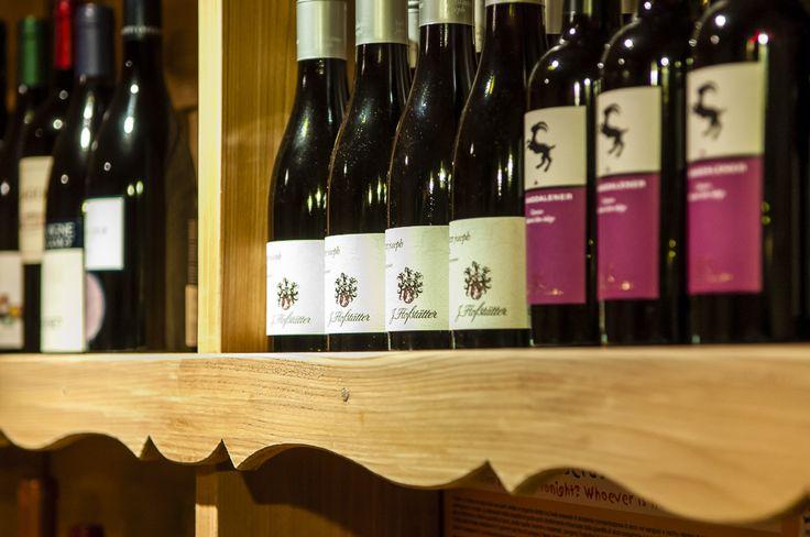 Ampia scelta di vini da tutte le regioni italiane e oltre confine. http://www.da-aurelio.it