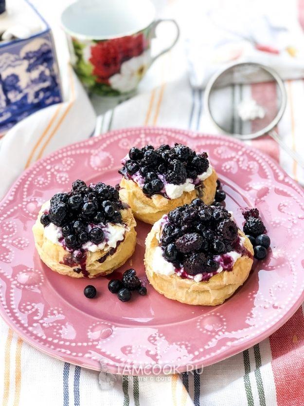 Слойки с маскарпоне и ягодами — рецепт с фото   Рецепт ...