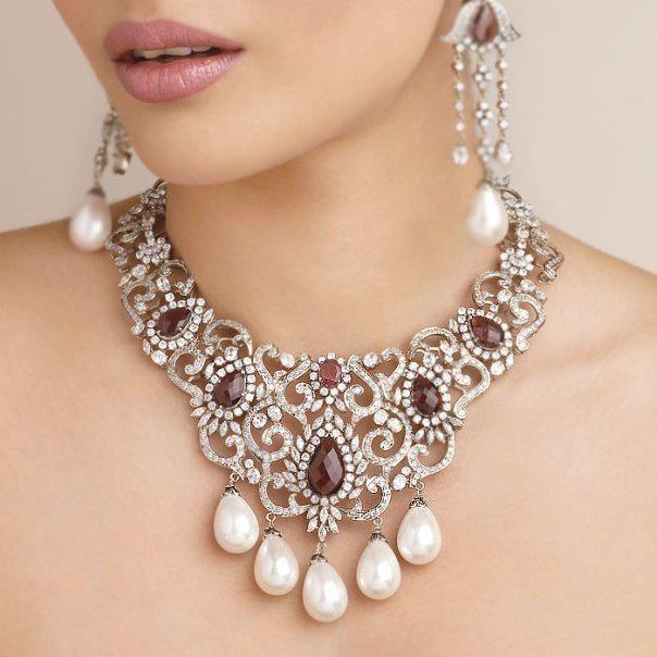 16 Stunning Diamond Necklace Designs