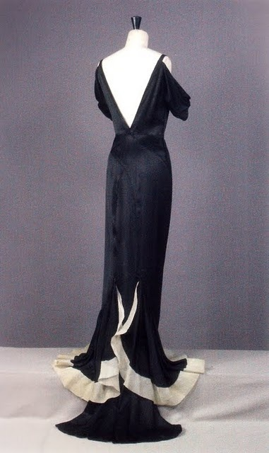 Vintage Chanel.....Oh wow...so elegant...and black and white which I wear a lot....
