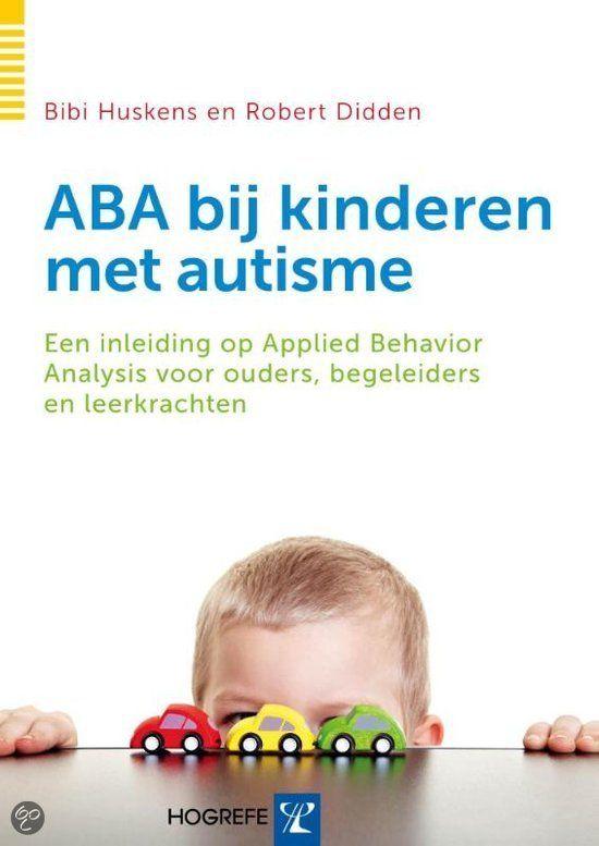 Applied Behavior Analysis is een methode om kinderen met autisme in kleine stapjes belangrijke vaardigheden te leren. Deze gestructureerde aanpak is vooral effectief wanneer deze vanaf jonge leeftijd wordt toegepast. Dankzij de indrukwekkende resultaten wordt de methode ook in Nederland steeds vaker gebruikt.  In ABA BIJ KINDEREN MET AUTISME beschrijven de auteurs op heldere wijze wat ABA is en welke technieken er worden toegepast.