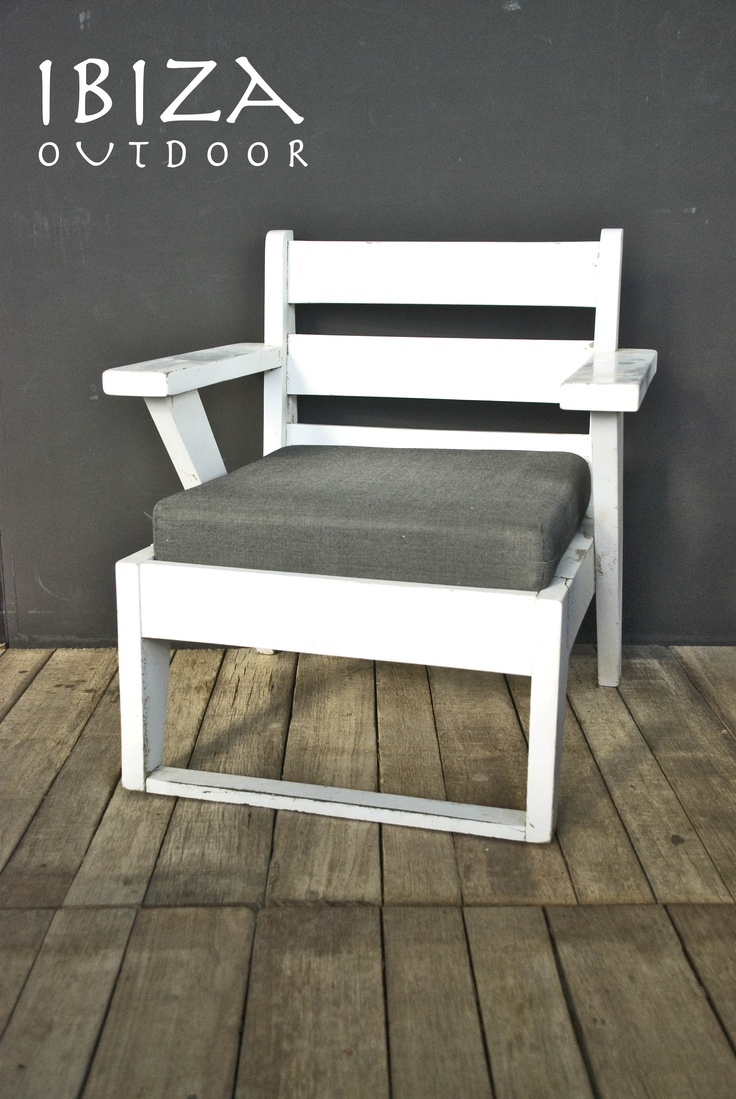 **UITVERKOCHT**  Strandstoeltje, heb er een aantal ideaal voor in de tuin ! Bij interesse graag even mailen.     Beach stool, have a few of these perfect item for in the garden. When interested please do email me. http://www.ibizaoutdoor.com