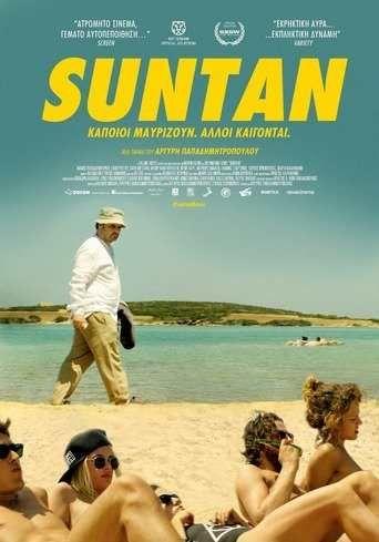 Δείτε την Ταινία: Suntan (2016) online Ελληνικη ταινια , gamato Ο Κωστής δεν είναι ένας συνηθισμένος σαραντάρης. Εσωστρεφής και μοναχικός, χωρίς οικογενεια