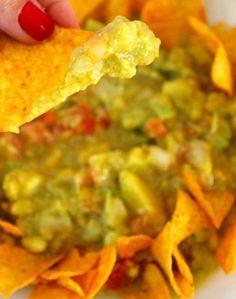 Essa receita de guacamole é perfeita para servir em um aniversário em casa ou em uma reunião com a galera. Experimente!