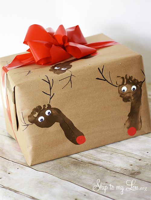 DIY Wrapping Paper - adorable kids footprint Rudolph Christmas wrapping paper #craft