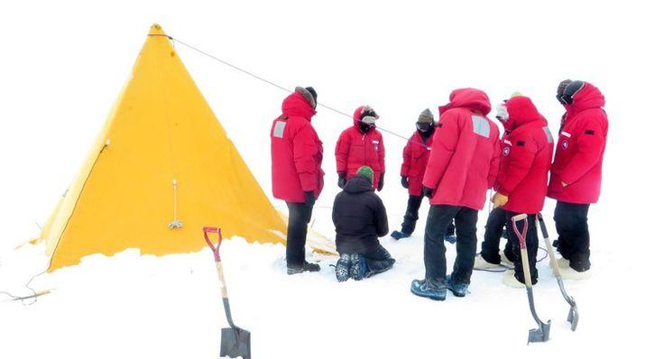 Campeurs de la base de McMurdo, sur l'île de Ross, en Antarctique.