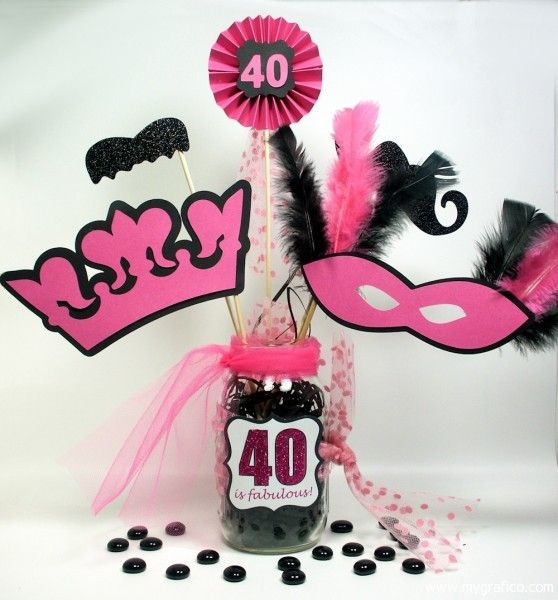 Un centro con mucho glamour para una fiesta 40 cumpleaños / A centerpiece with tons of glamour for a 40th birthday party