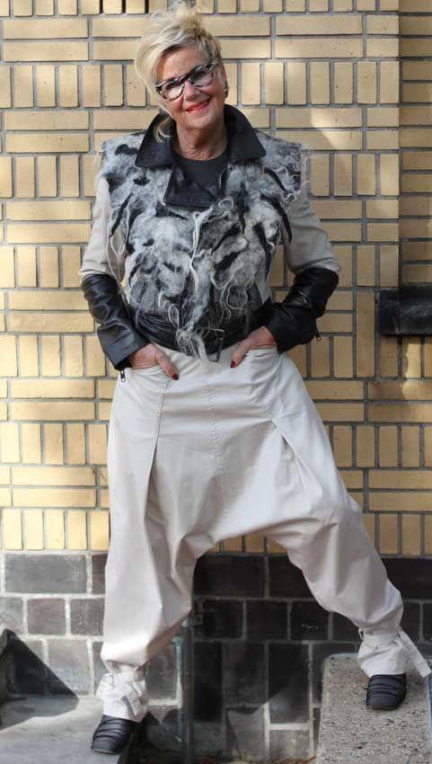 """bij het Gemeente Museum in Den Haag 22-10-2013 Anderen bekeken ook: Ode aan de hoed Christine op de Grote Markt in Haarlem colorful in Amsterdam: Sherill Zomerkleuren: """"Ik hou van felle kleuren&#822... House of Philana"""