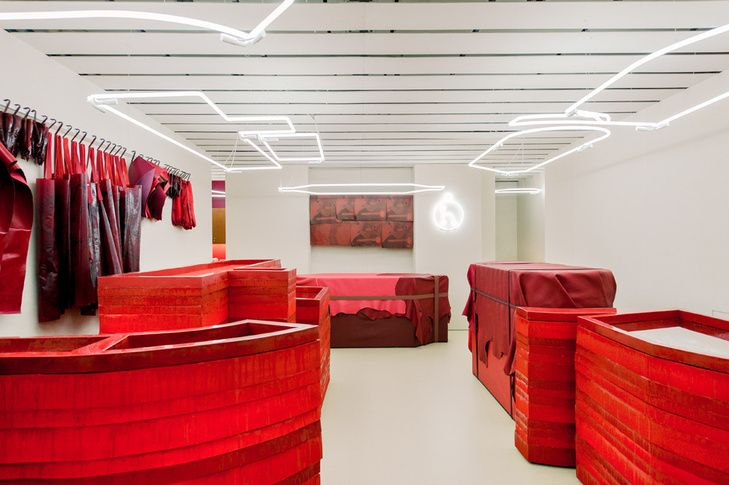 Petit h on New Bond Street, London is an exhibition with the space designed by Studio Toogood that has items designed from Hermès remnants, beautiful materials that otherwise go to waste. The space is not what you would expect from Hermès, but exactly the raw material driven space that Studio Toogood have come to be known for. Red resin, leather, neon and a nod of the head to the craftsmen and their tools.