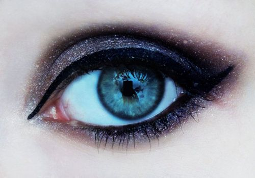 Glittery Eye Make-Up.: Eye Makeup, Eye Colors, Starry Night, Makeup Ideas, Blue Eye, Makeup Eye, Eye Make Up, Eyemakeup, Smokey Eye