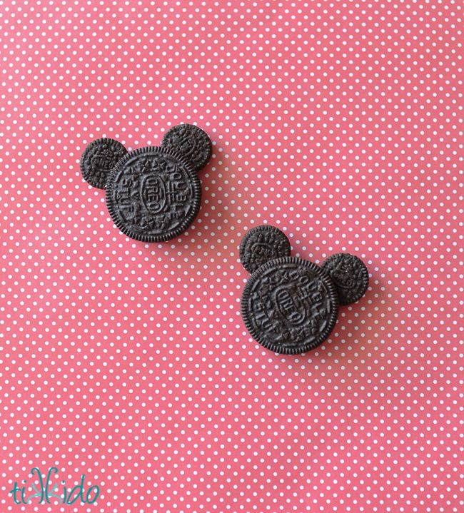 Insanely Easy Mickey Mouse Oreo Cookies Tutorial | Tikkido.com