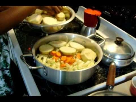 Légume d'aubergine et de chou (Haitian legume with eggplant and cabbage)