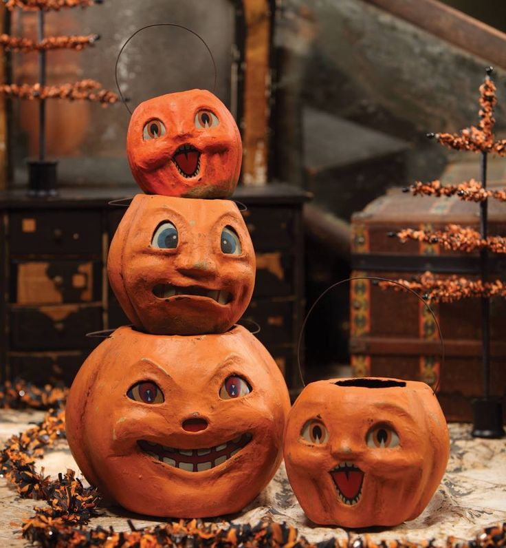 Vintage style halloween pumpkin buckets . Great way to display vintage Halloween decorations. www.TheHolidayBarn.com