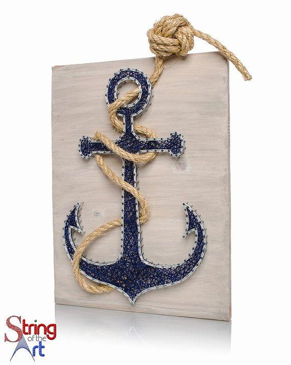 AHOY MATIES! Si vous recherchez le parfait décor nautique thème ancre puis vous venez à bord au bon endroit.  Ce Kit d'ancrage String Art est complètement unique et one-of-a-kind. Créer pour vous-même, à afficher dans votre maison ou à enchaîner pour un ami comme un cadeau. Si vous êtes un Nerd nautique cette chaîne Art ancre est un must.  L'ancre bleue 16 par 12 planche de bois est poncé et teinté à la main blanc vieilli.  Chaque kit comprend seulement la plus haute qualité de coton à…