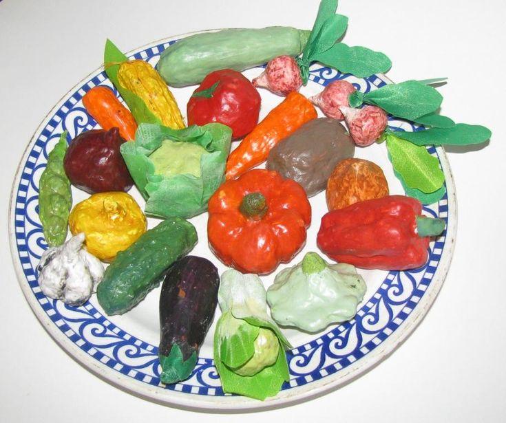 С тех пор, как я купила игрушечные маленькие фрукты, мне очень захотелось найти и такие же овощи для игры с малышом. Но никак не получалось. Вот я и решила сделать их из того материала, с которым больше всего люблю работать … Читать далее →