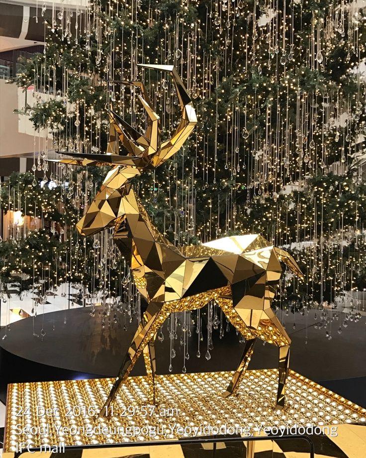 Christmas Deer in Korea see: www.bentsai.com #zoo #Singapore #l #SouthKorea #Japan #Australia #USA #China #India #Russia #Brazil #UK