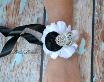 BEST SELLER - ramillete de muñeca flores de satén gasa de novia | Inspiración vintage | Fiesta de baile | Blanco gris negro plata | Diamantes de imitación