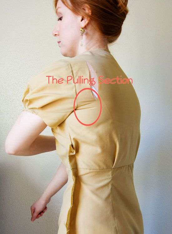 How to Fit My Body: Brilliant tutorial for when sleeves are tight at the back, from Sunni, A Fashionable Stitch. yay!!! I always have this problem!!!