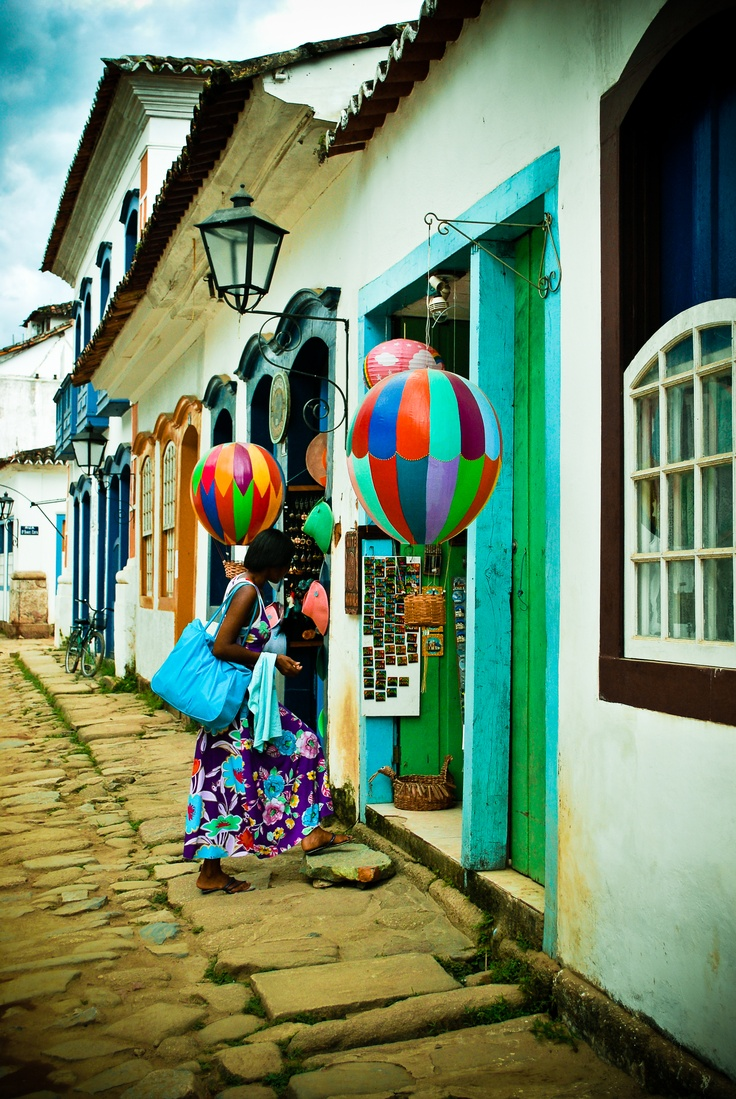 Paraty ,BRAZIL Love the little hot air balloons! Would make great lanterns as well!