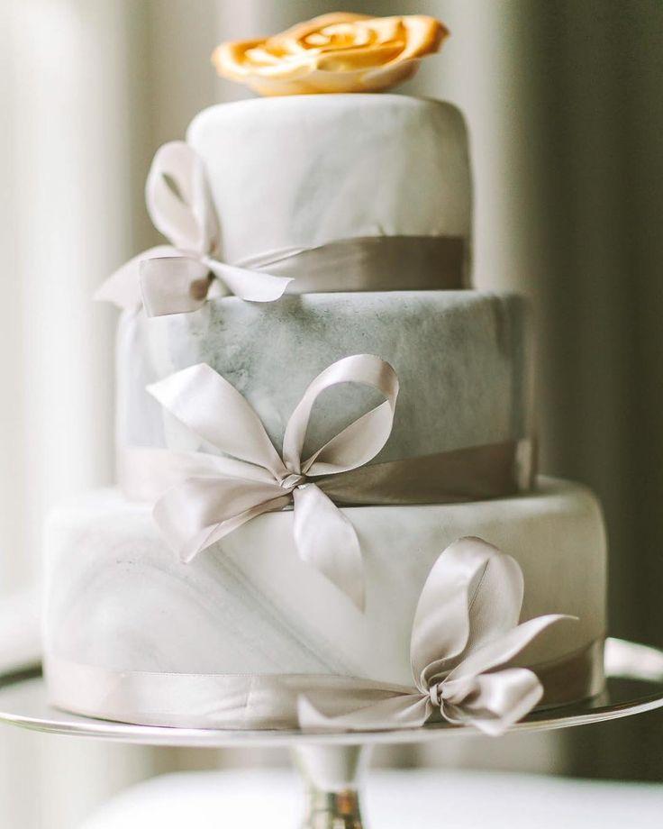 It's good to start a week with a sweet wedding inspiration. . Pomysł inspiracja & organizacja: @wedding_poland& @wedding_sweetjuliet Lokalizacja: @amberroomrestaurant Zdjęcia: @jamstudiopl Aranżacja dekoracja florystyka:@florist_irinazasorina Stylizacja: @elle.cari Słodkości tort:@amberroomrestaurant . . #fotografslubny #wedding #love #weddingsession #bride #groom #instadaily #weddingplanner #slubneinspiracje #luxury #weddingtable #luxurywedding #fineartweddingphotographer #instaphoto…