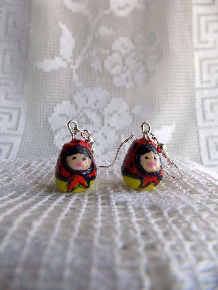 Matriochkas :boucles oreilles percées poupée russe fimo jaune et rouge