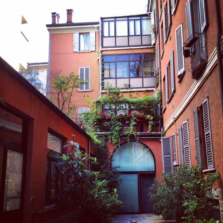 Via Molino Delle Armi in Milano, Lombardia http://omnesgreen.tumblr.com