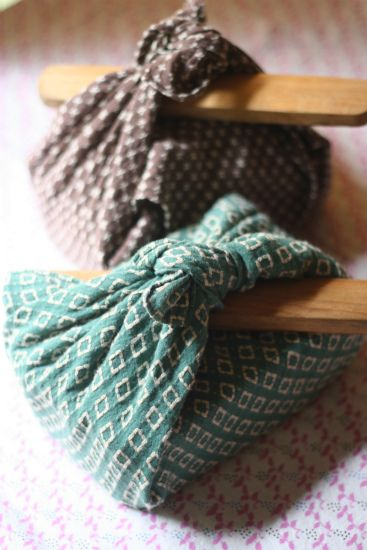 Traditional Wrapping  by Japanese Furoshiki Cloth|instructions to wrap w/ fabric: http://www.env.go.jp/en/focus/attach/060403-5.gif: