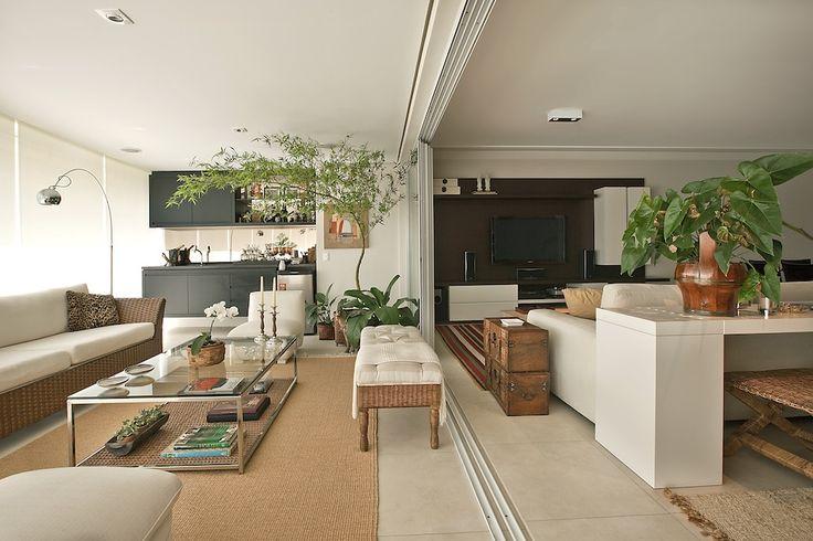 Quando a sua varanda vira totalmente parte da sala, mais hoje no www.clickinteriores.com.br
