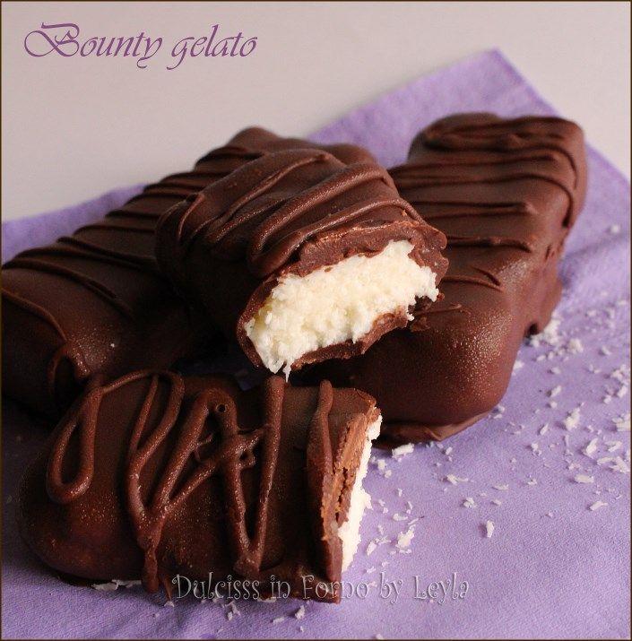 Bounty gelato, bocconcini golosi di cocco e cioccolato freschissimi. Una ricetta semplice per creare i Bounty gelato simili all'originale. Buonissimi !