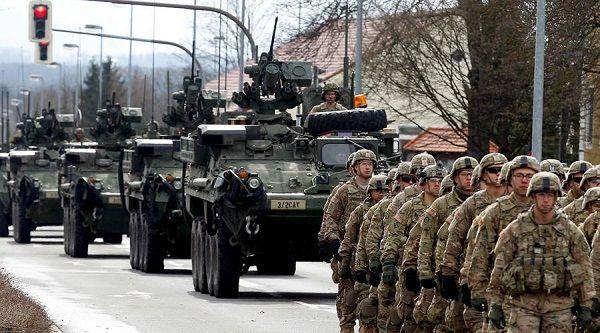 De VS gaan troepen inzetten vanuit Duitsland naar de grens van Rusland. De Amerikaanse troepen zijn onderweg vanuit hun Duitse bases. Deze keer is het een heel regiment van 1200 Amerikaanse troepen…