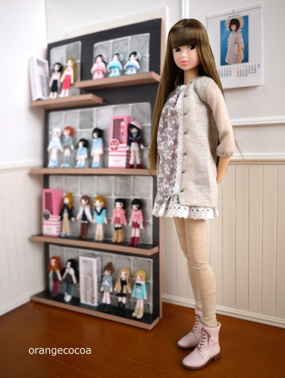 Momoko with her own doll collection?!?