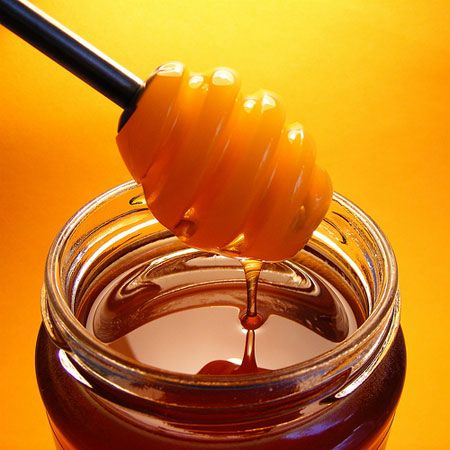 #Miele  304 calorie ogni 100 grammi Un cucchiaio Miele ha 60 calorie Un cucchiaino Miele ha 30 calorie