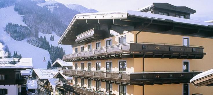 http://www.neuhaus.co.at/hotel-saalbach-hinterglemm.de.htm  4 Sterne Superior Hotel im Zentrum von Saalbach.