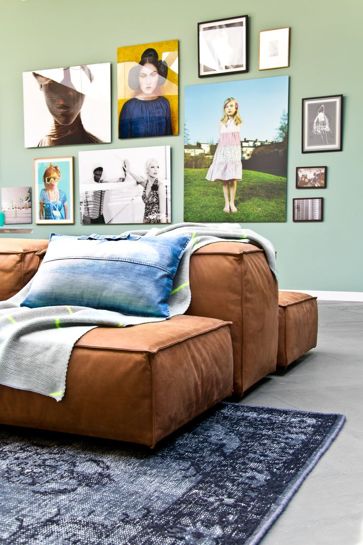 Home design ideas / Home inspirations    Complete your living room wall with outstanding paintings. Choose the colors well.