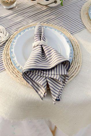 морская свадьба, сервировка - полосатая салфетка