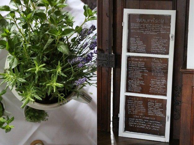 Sitzordnung auf ein altes Fenster geschrieben