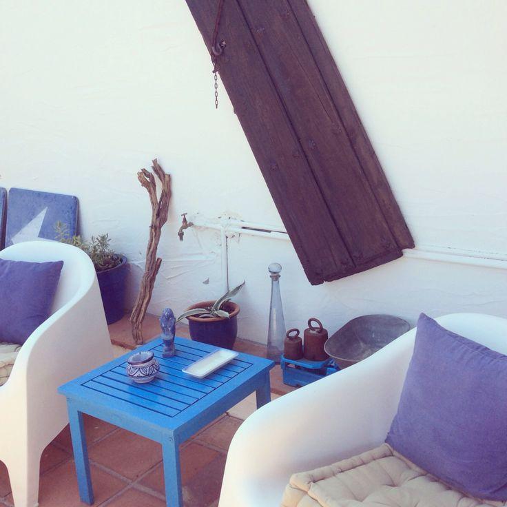 Een deel van het terras bij kamer Azul. #blauw