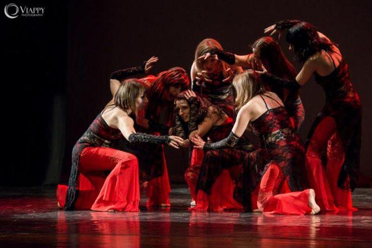 Nuovi territori espressivi della Tribal Fusion, eccentricità e stile un pò... black contraddistinguono la sua danza, in cui lei gioca, con molta autoironia nelle atmosfere più tenebrose, alla ricerca di buie emozioni. Emozioni che poi trasforma con allegria e in modo scanzonato, giocando con gli stili musicali più disparati, dalla musica rock, all'elettronica. dal 24 settembre ogni giovedì alle ore 19.30.#gothic #fusion a Spazio Aries. info@spazioaries.it